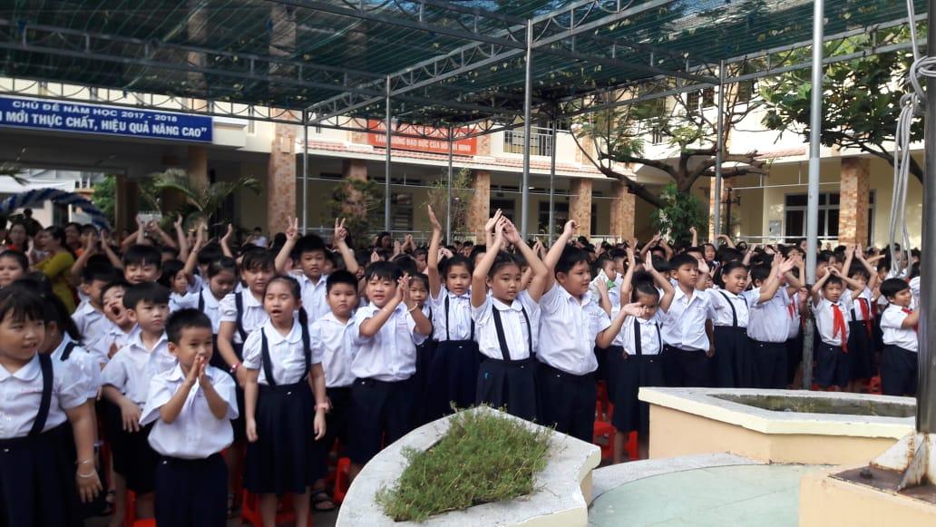 Học sinh tham dự lễ khai giảng